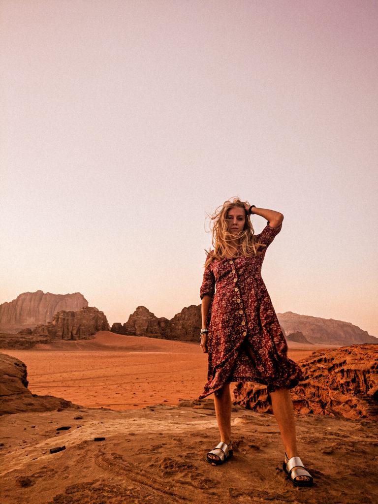 pustynia wadi rum zachod slonca